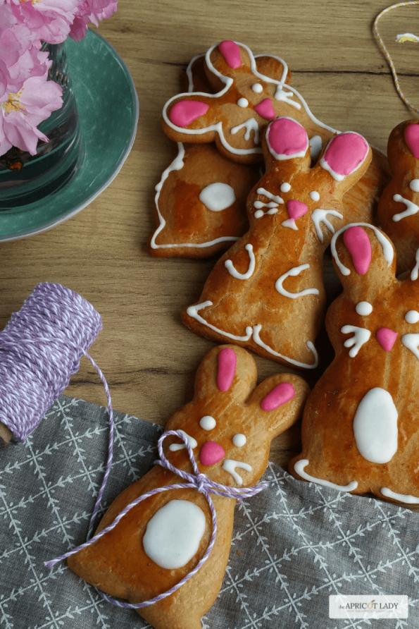 Backe dir zu Ostern eine süße Hasenbande und verschenke sie an Freunde & Familie! #backen #kekse #dekorieren #ostern #geschenke