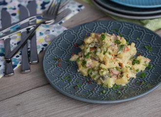 Der Partysalat ist einfach gemacht, gut vorzubereiten und schmeckt einfach großartig.Er passt auch ganz hervorrangend zur Jause (Brotzeit).