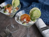 Salat mit Räucherlachs & Gurke
