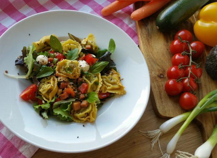 italienischer Salat mit Tortellini