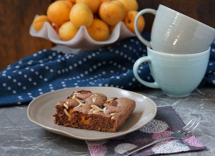 Marillen-Schokoladekuchen mit Mandelsplittern