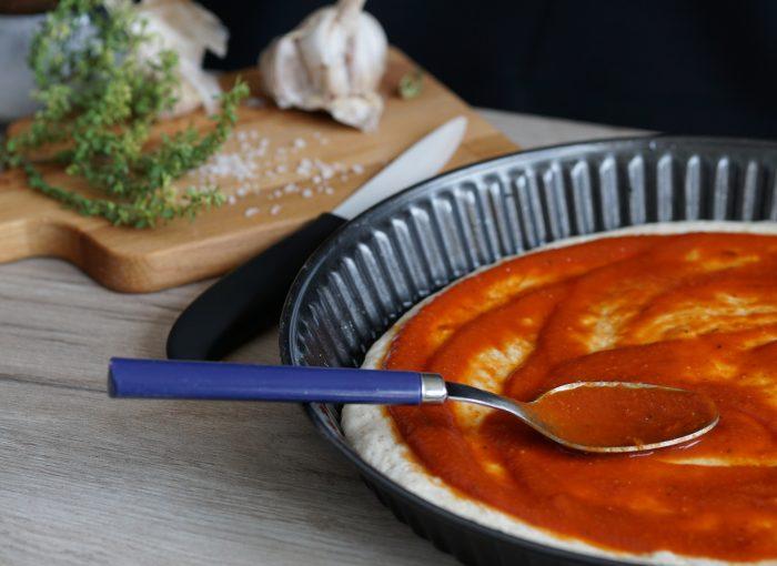 Die perfekte Pizzasauce selbst machen. Zutatenliste, Schritt für Schritt Anleitung für die Zubereitung und den Einkochvorgang. #vegan #pizza #italienisch #Rezepte #bio #kochen
