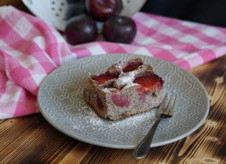 So machst du Mohnkuchen mit Pflaumen - einfaches Rezept zum Nachbacken! #rezepte #kuchen #pflaumen #süß #yummy
