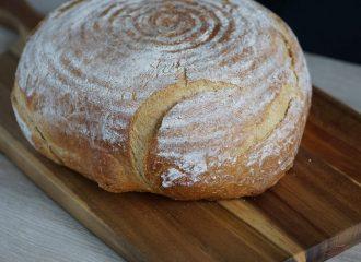 Weizen-Dinkel-Ruchmehl-Brot aus dem Topf
