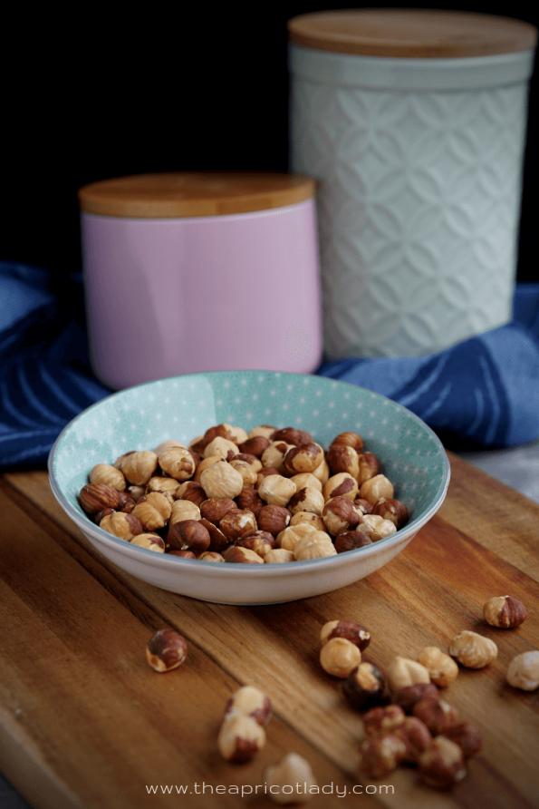 Geröstete Haselnüsse - gesunder Snack für Zwischendurch. #vegan #clean #bio #ohnezucker #snack