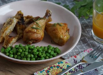 So machst du gegrilltes Hühnchen mit Semmelfülle und Erbsen ganz easy selbst! #rezepte #kochen #fleisch #einfach #grillhuhn