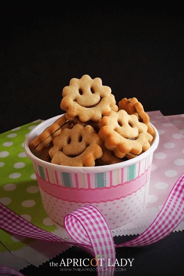 Diese Kekse sind so fein, dass sie im Mund schmelzen und ein Lächeln zurücklassen. Mach anderen eine Freude und schenke ihnen Funny Guys! #cookies #kekse #ostern #geschenk #selbstgemacht