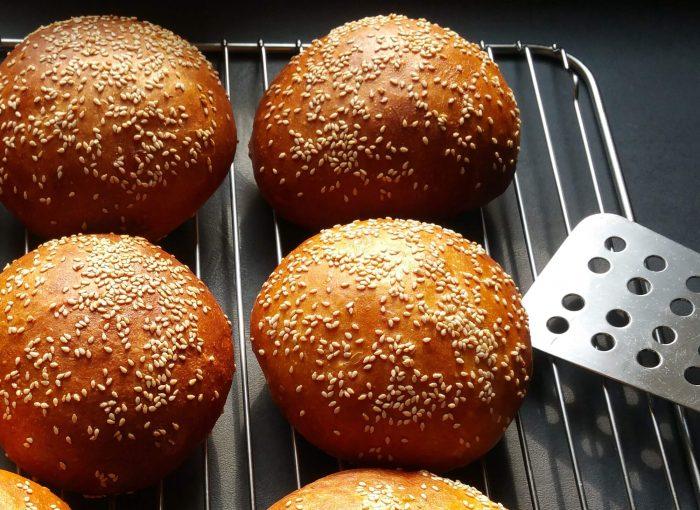 einfache Burger Buns ohne Kneten (in 2 Varianten süß & pikant)