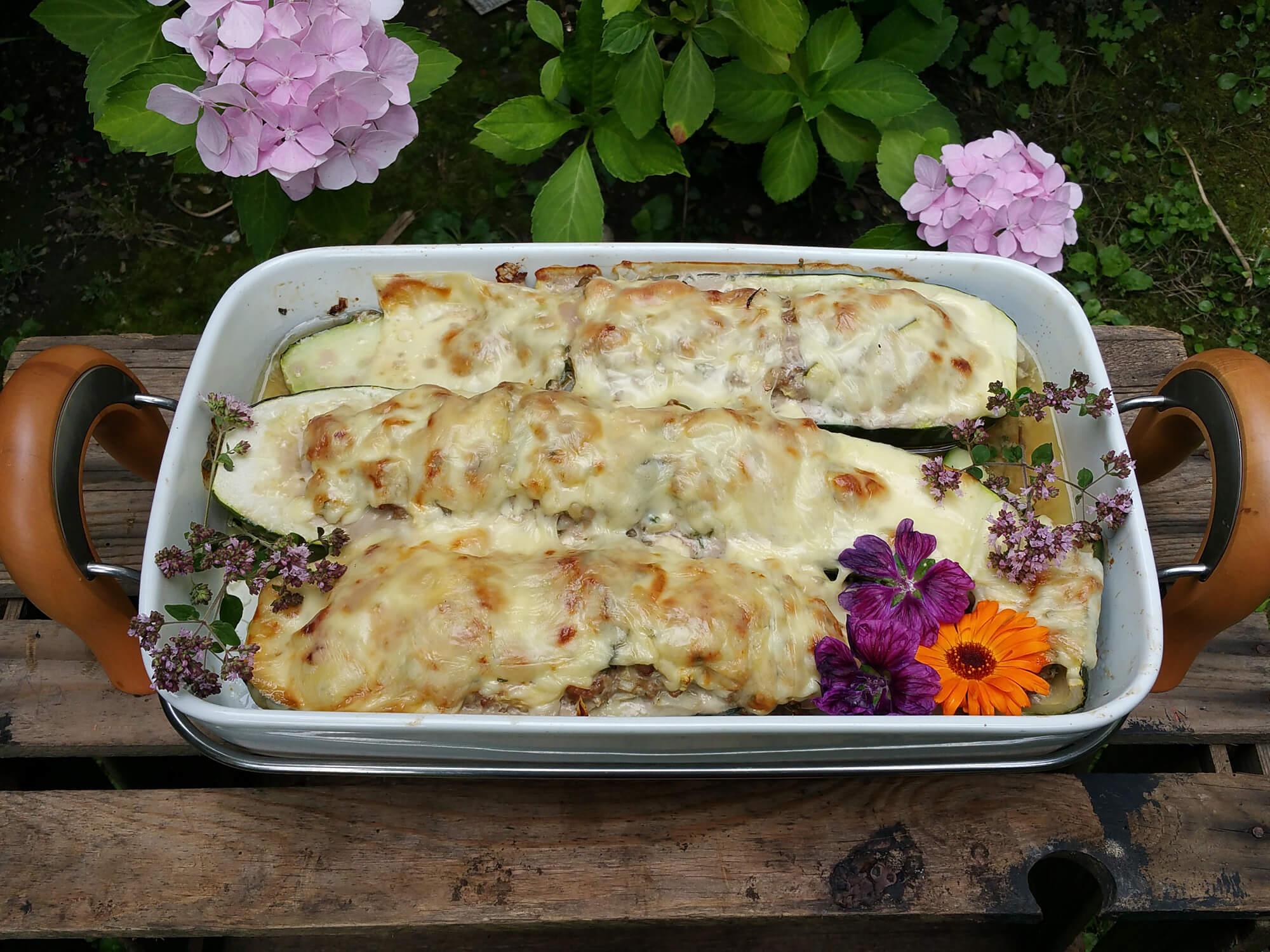 gefüllte Zucchini – 2 Varianten vegetarisch & mit Fleisch