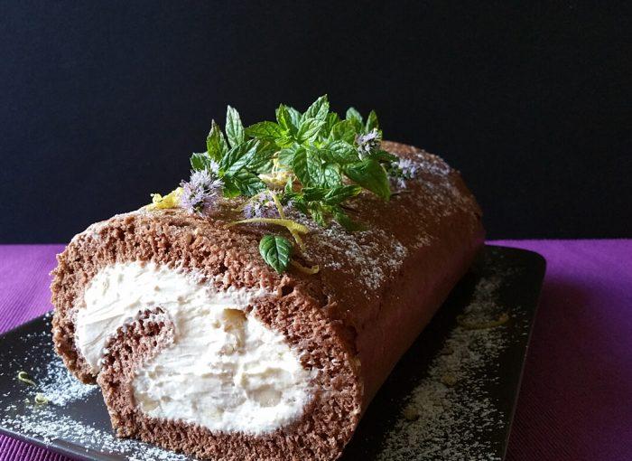 Biskuitroulade mit Mascarpone-Joghurt-Fülle