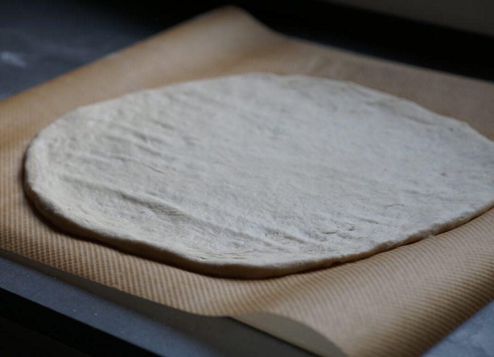 Original italienischer Pizzateig mit frischer Hefe