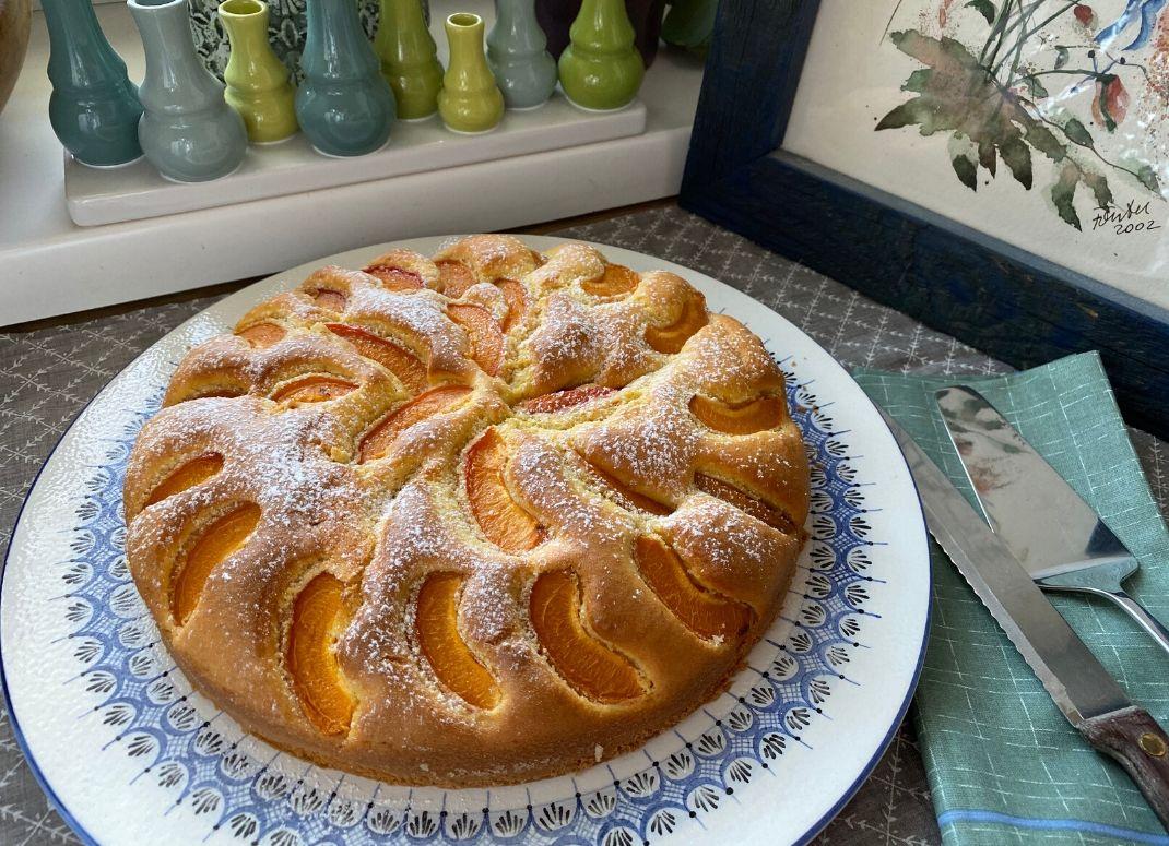 österreichischer Marillenkuchen - The Apricot Lady